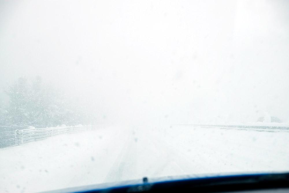吹雪の道央自動車道