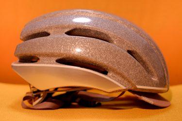 ヘルメットにも反射テープ貼り付け