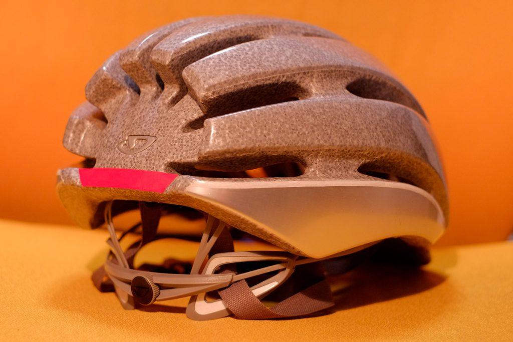 ヘルメットに反射テープ